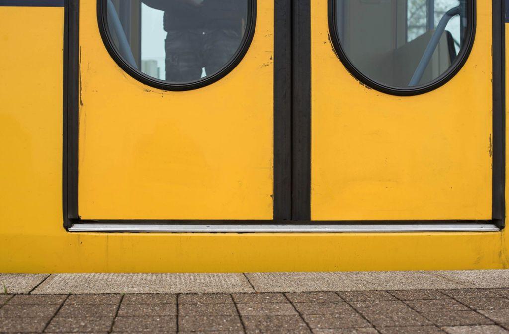 Der Abstand zwischen Bahnsteig und Stadtbahn ist  zu hoch. Foto: Lichtgut/Max Kovalenko