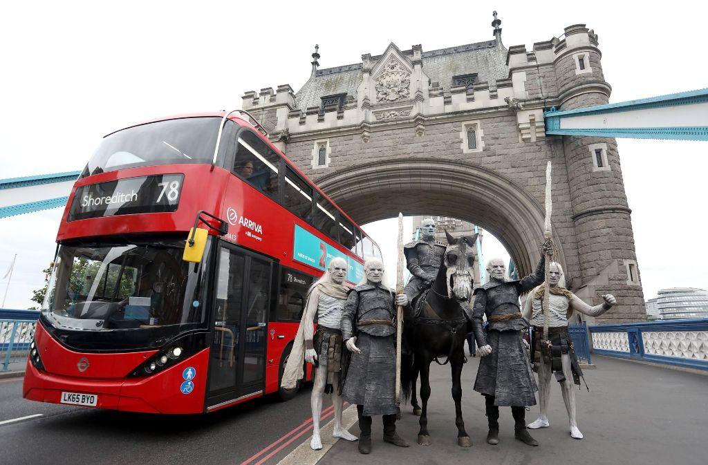 Die White Walkers treffen auf einen der Londoner Doppeldeckerbusse. Foto: Getty Images Europe