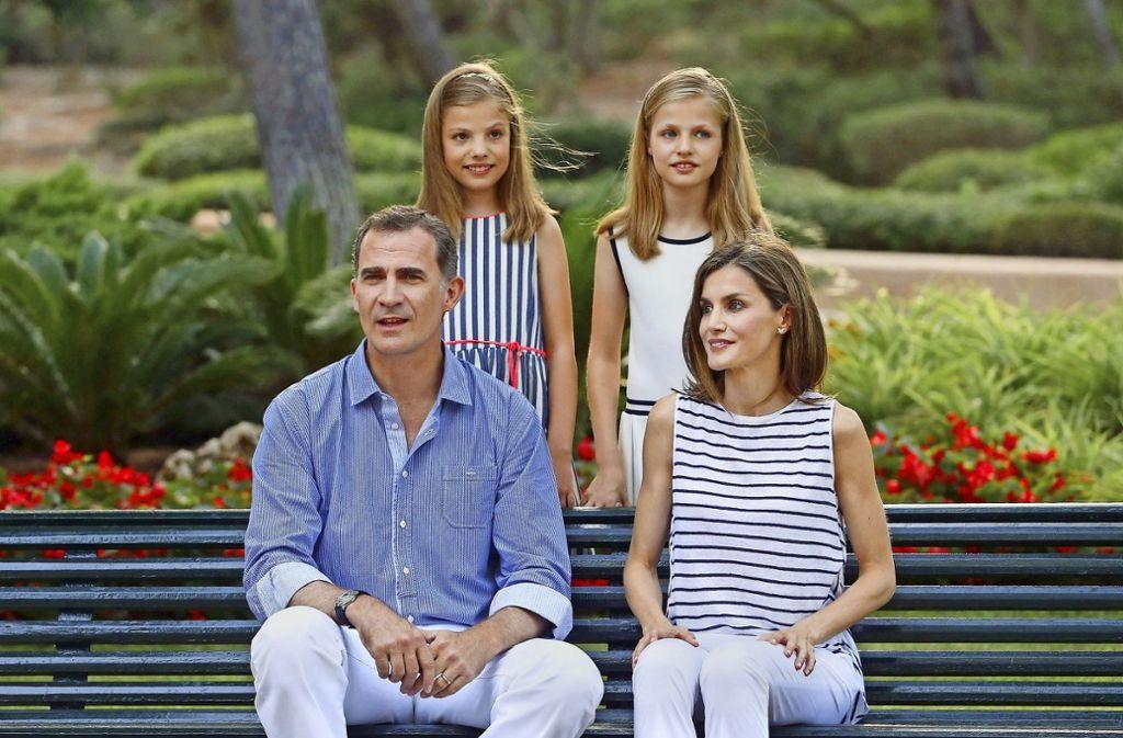 Bitte recht freundlich: König Felipe im Kreise seiner Familie. Foto: dpa
