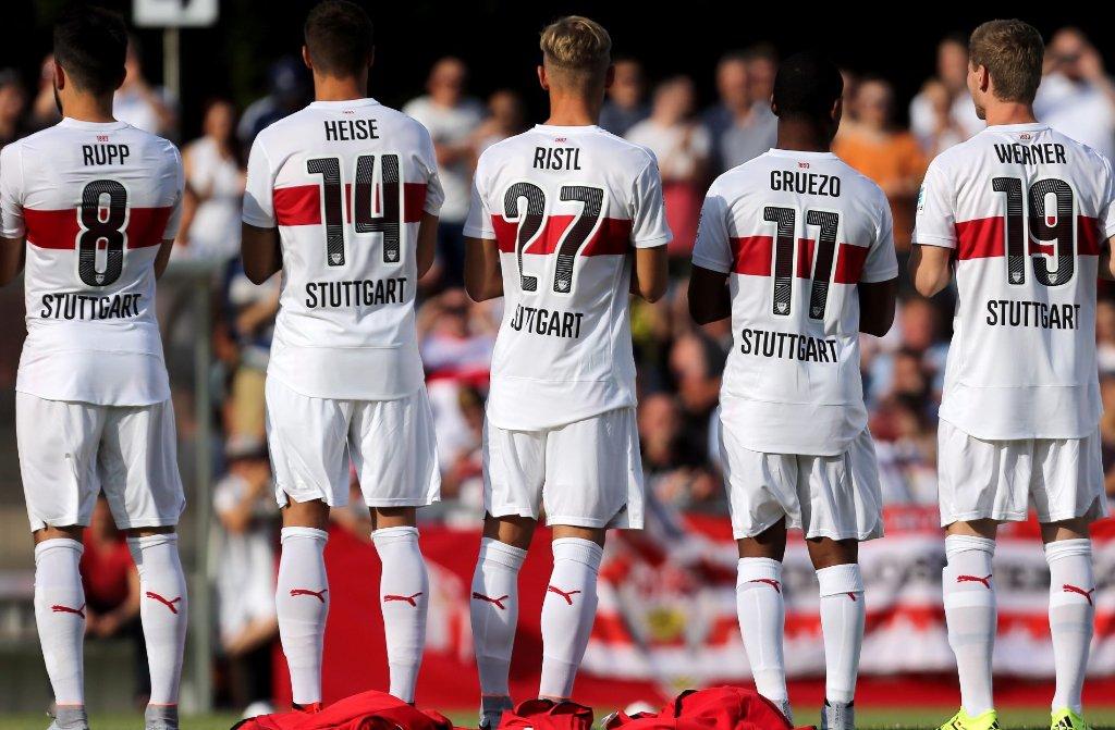 Das Trikot des VfB Stuttgart gibt es in den kommenden beiden Wochen nicht im Internet zu kaufen.  Foto: Pressefoto Baumann
