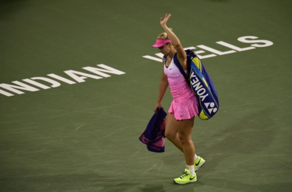 Sabine Lisicki verabschiedet sich nach ihrer Niederlage von den Zuschauern.  Foto: EPA