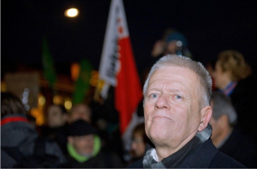 """Der Stuttgarter Oberbürgermeister Fritz Kuhn hat bei der Anti-Pegida-Kundgebung gesprochen – und wurde von den Stuttgarter AfD-Stadträten als """"Marktschreier des Linksradikalismus"""" bekämpft"""". Foto: dpa"""
