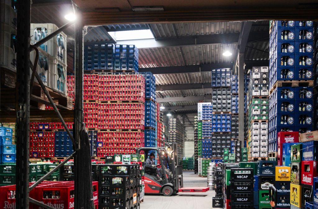 Deutschlands größter Bierhändler hat logischerweise auch ein riesiges Bierlager: Heinrich 3000 in Kornwestheim. Foto: factum/Granville