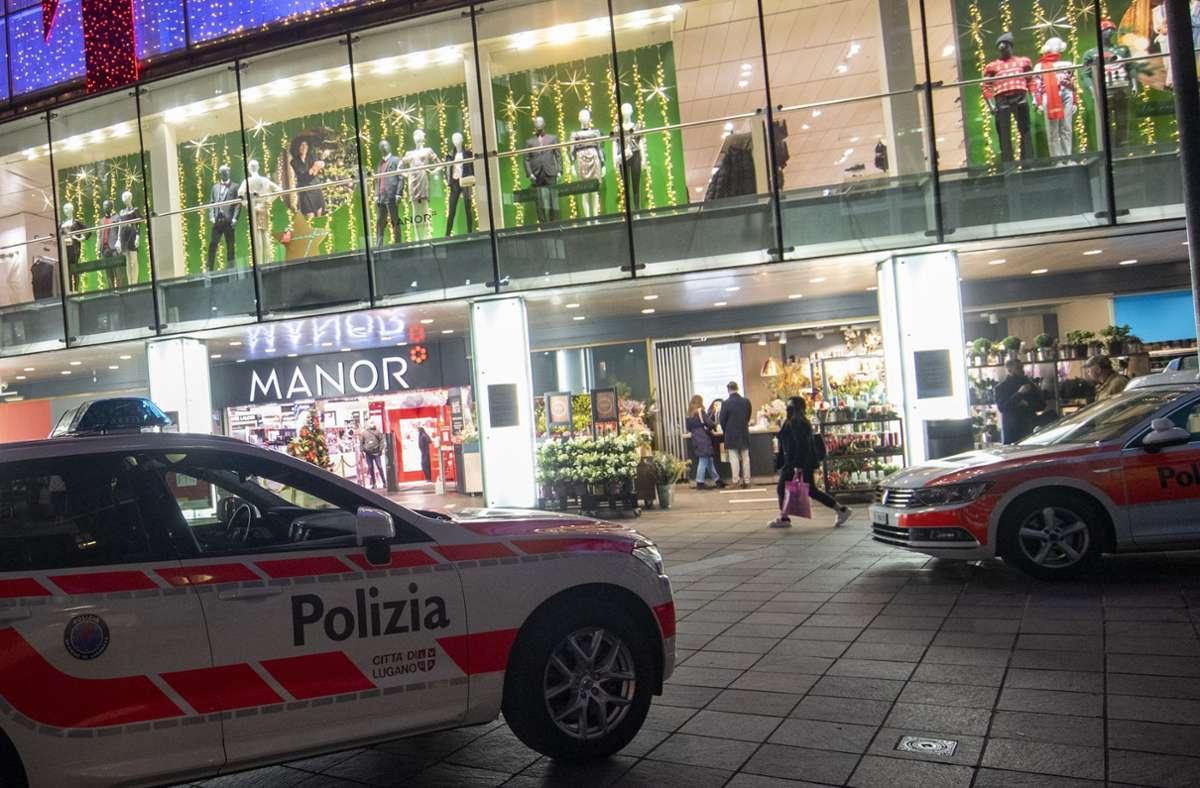 In diesem Kaufhaus wurden zwei Menschen bei einem Angriff mit einem Messer verletzt. (Archivbild) Foto: dpa/Pablo Gianinazzi