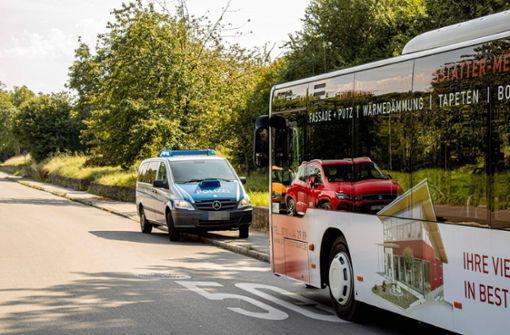 Zwei Frauen bei Busunfall verletzt