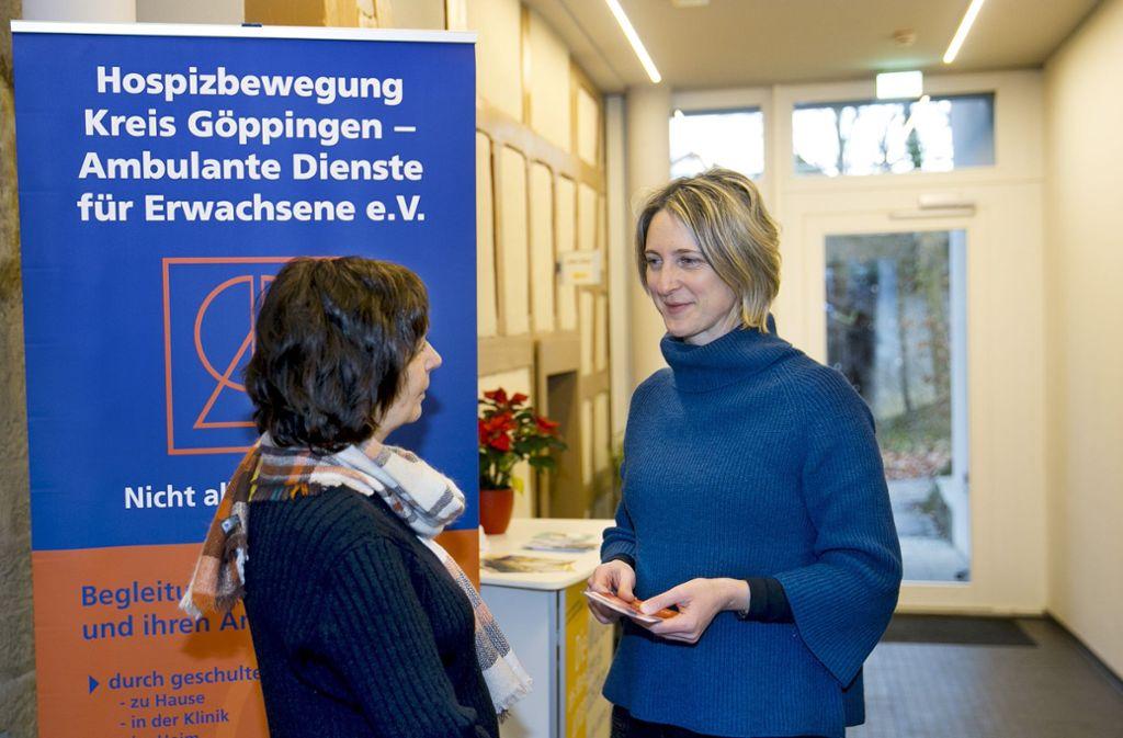 Birgit Göser (rechts)  leitet die ambulanten Dienste der Hospizbewegung Kreis Göppingen. Foto: Horst Rudel