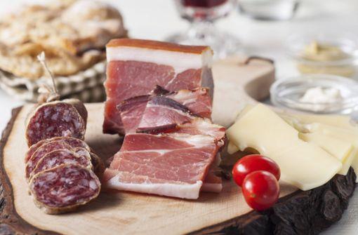 Kein Interesse am Bargeld: Einbrecher stiehlt Speck und Käse