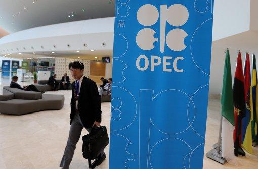 Die Fördermenge wird begrenzt - der Ölpreis steigt