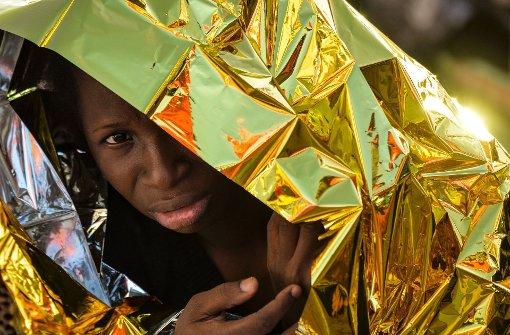 Schmuggler sollen vor Katastrophe auf Flüchtlinge geschossen haben