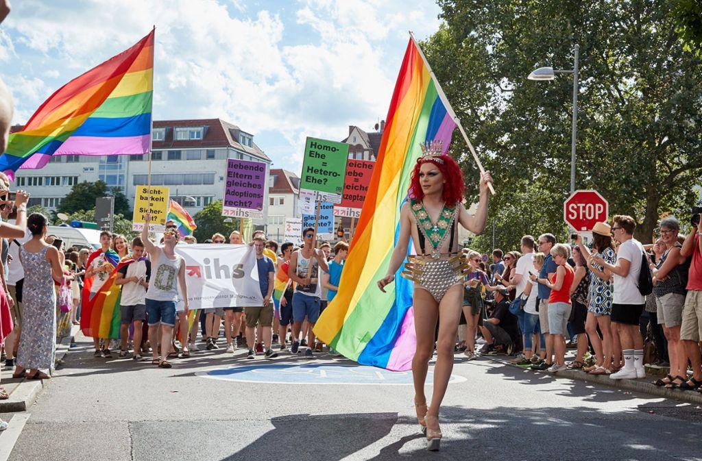 Die Polit-Parade, die am Samstag erneut zum CSD durch Stuttgart marschiert. Die Polizeistatistik in Baden-Württemberg zählt wieder mehr homophob motivierte Verbrechen. (Archivbild) Foto: IG CSD Stuttgart