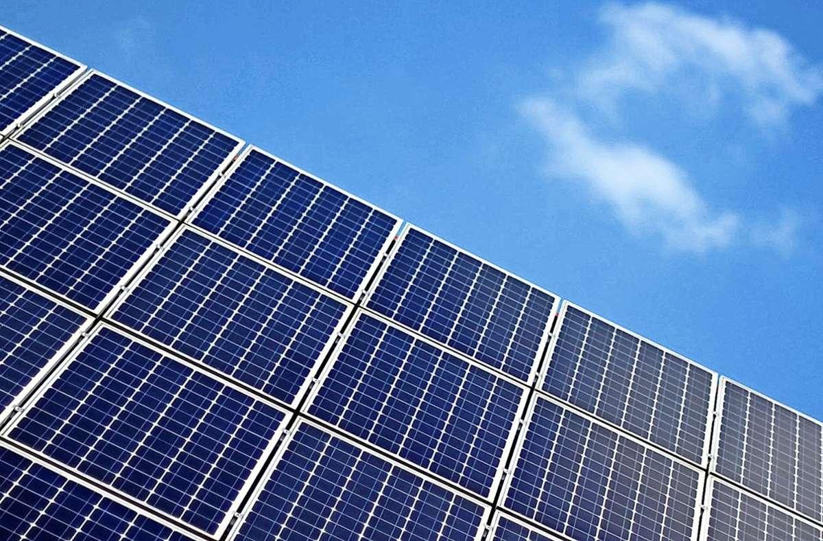 Zunächst bis zum 31. Dezember 2027 dürfen EEG-Fotovoltaikanlagen weiter betrieben werden. Foto: dpa/Daniel Reinhardt