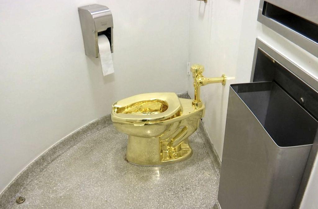 Der goldene Lokus ist etwa fünf Millionen Euro wert. Foto: dpa