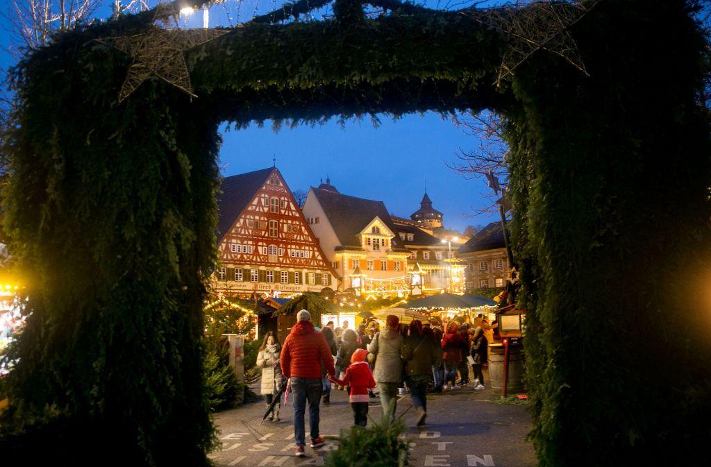 Der Esslinger Mittelalter-und Weihnachtsmarkt ist seit Dienstagnachmittag eröffnet. Foto: Horst Rudel