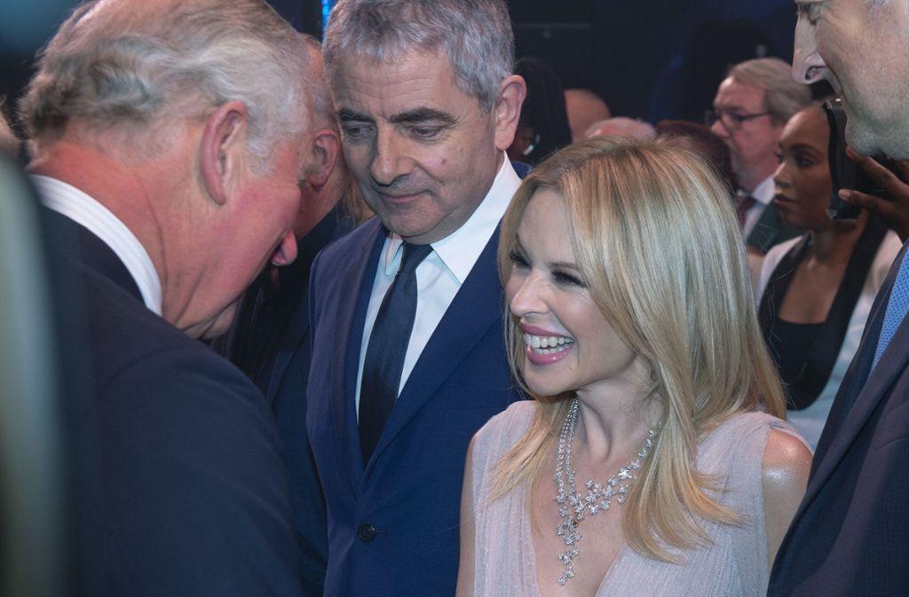 Glückwünsche für einen Thronfolger: Kylie Minogue und Rowan Atkinson gratulieren Prinz Charles zum Geburtstag. Foto: Getty Images Europe