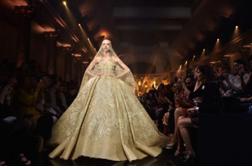 Großer Auftritt bei Elie Saab: Imposante Roben sind die große Passion des Libanesen. Foto: Getty Images Europe