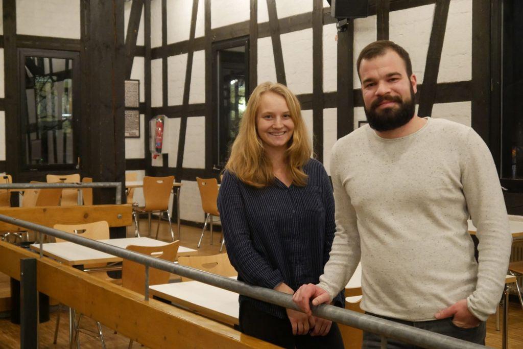 Daniel Riehle und Aline Mack organisieren viel im Hintergrund – alles ehrenamtlich.  Foto: Lea Weinmann