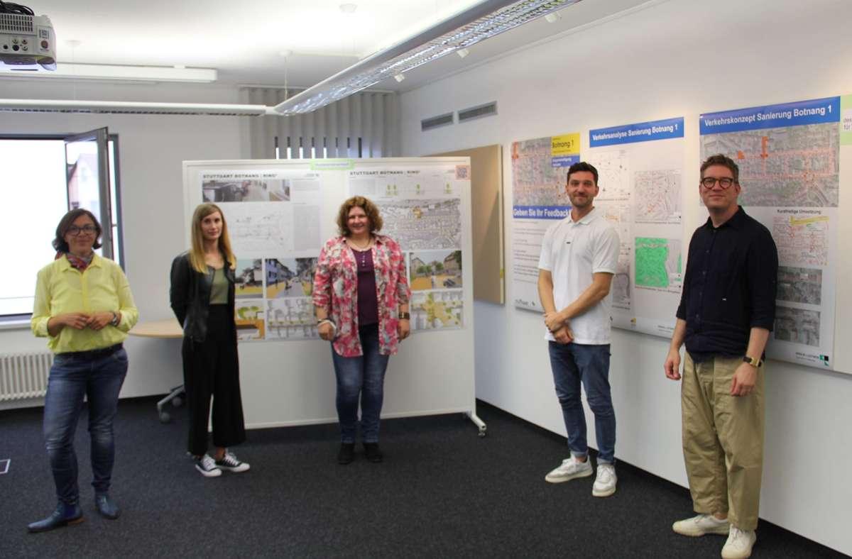 Bezirksvorsteherin Mina Smakaj, die  Studierenden  Marita Bitzer, Barbara Heininger und  Hans Welsner sowie Professor  Philipp Dechow (von links) Foto: Torsten Ströbel