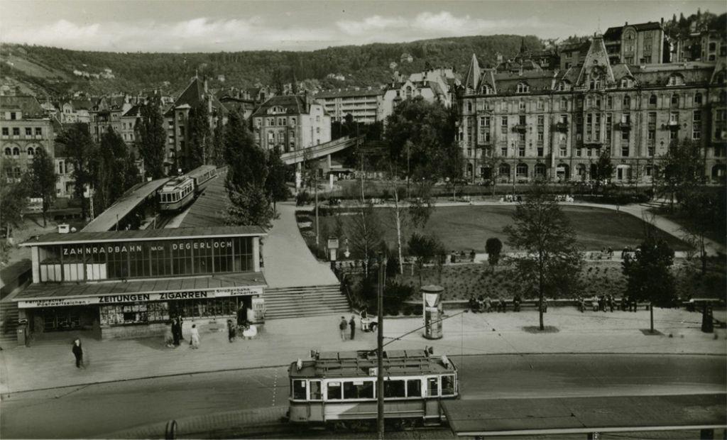 Der Marienplatz in den 1930er Jahren: So beschaulich wie auf diesem Foto des VZZZ-Chronisten Boerries Burkhardt ging es in diesen Jahren nicht immer auf dem Platz zu. In der folgenden Fotostrecke werfen wir einen Blick zurück. Foto: VZZZ-Chronist Boerries Burkhardt