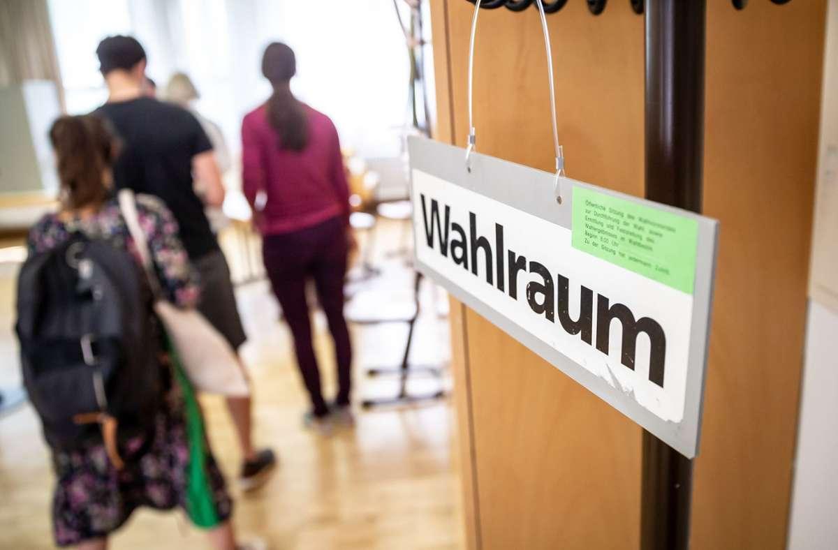 Anders als in früheren Jahren darf man am 8. November nur mit Mund-Nasen-Bedeckung in das Wahllokal. Foto: Lichtgut/Julian Rettig