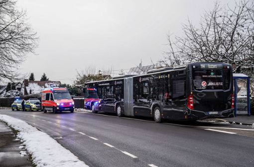 Busfahrer erleidet medizinischen Notfall
