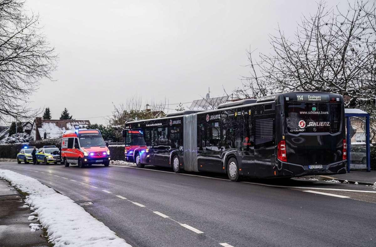 Die Polizei regelte im Bereich der Bushaltestelle den Verkehr. Foto: SDMG/SDMG / Kohls