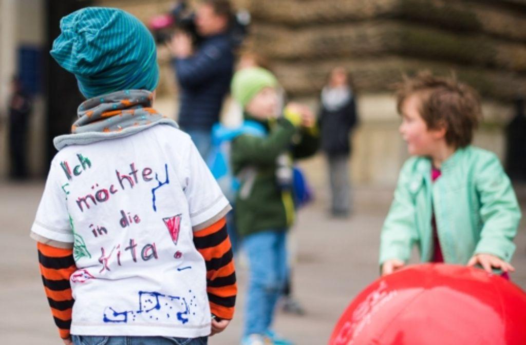 Die Eltern  dieser Kinder fordern ein Ende des Streiks. Foto: dpa