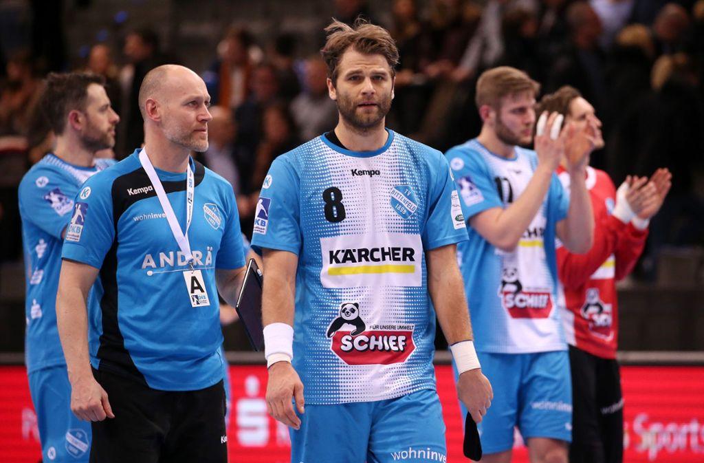 Betretene Mienen bei den  Handballspielern des TVB Stuttgart nach dem 31:32 gegen den SC Magdeburg. Foto: Baumann