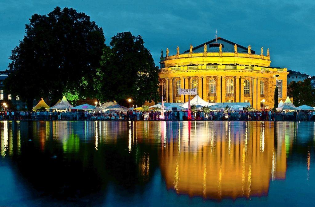 Noch einen Tag Geduld, dann verzaubert das  Sommerfest wieder die Szenerie in den Schlossgarten-Anlagen mit Oper und Eckensee. Und dann ist auch der Sommer zurück. Foto: dpa, fotolia