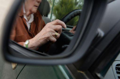 Betrunkener Senior fährt 30 Kilometer als Geisterfahrer