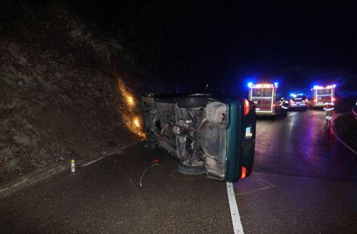 Fahrer flieht nach Unfall in Wald