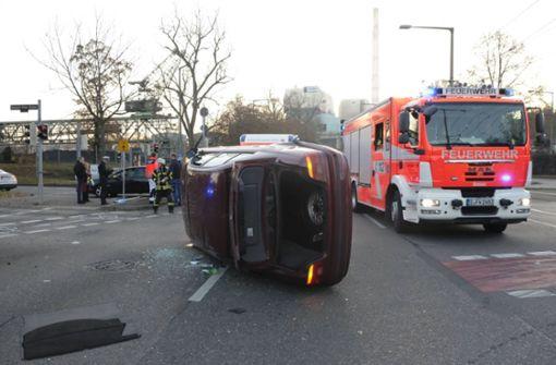 Neckartalstraße nach Unfall gesperrt – ein Verletzter