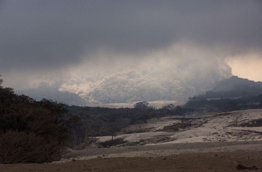 Wenige Tage nach der gewaltigen Eruption mit vielen Toten ist der Feuervulkan in Guatemala abermals ausgebrochen. Foto: AP