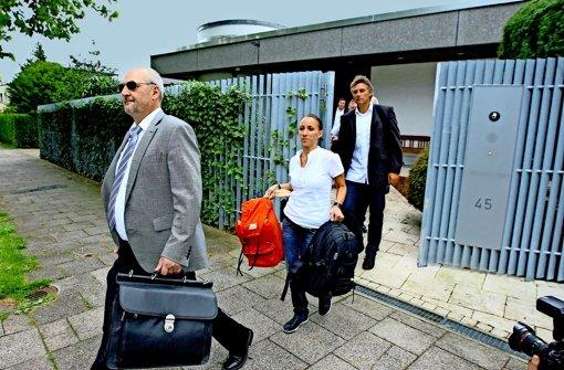 Juli 2012: Ermittler durchsuchen Mappus' Wohnhaus in Pforzheim. Foto:
