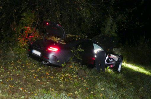 20-Jähriger rast mit Mercedes AMG in Böschung – schwer verletzt