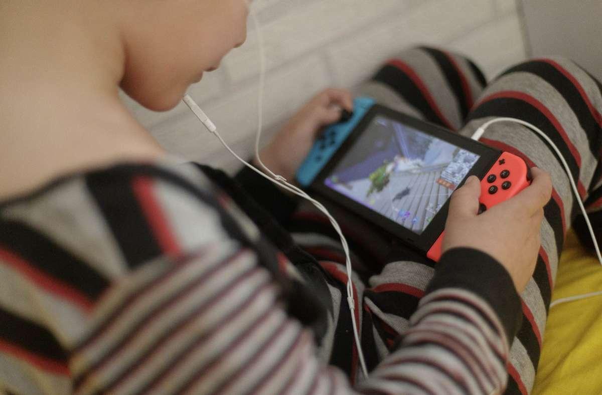 In der Pandemie verbrachten Menschen mehr Zeit mit Videospielen. (Archivbild) Foto: dpa/Eduardo Parra
