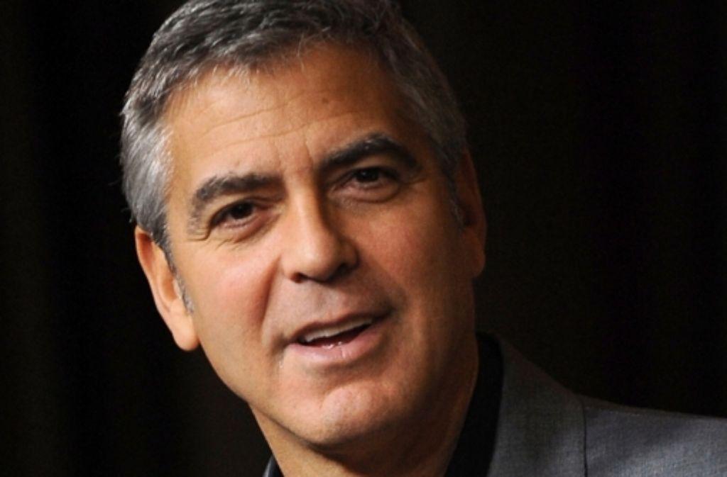 George Clooney wurde zwar in Berlin, aber noch nicht auf der Berlinale gespottet. In unserer Bilderstrecke zeigen wir Ihnen die Bilder vom roten Teppich und von den Pressekonferenzen vom Sonntag. Klicken Sie sich durch! Foto: dpa