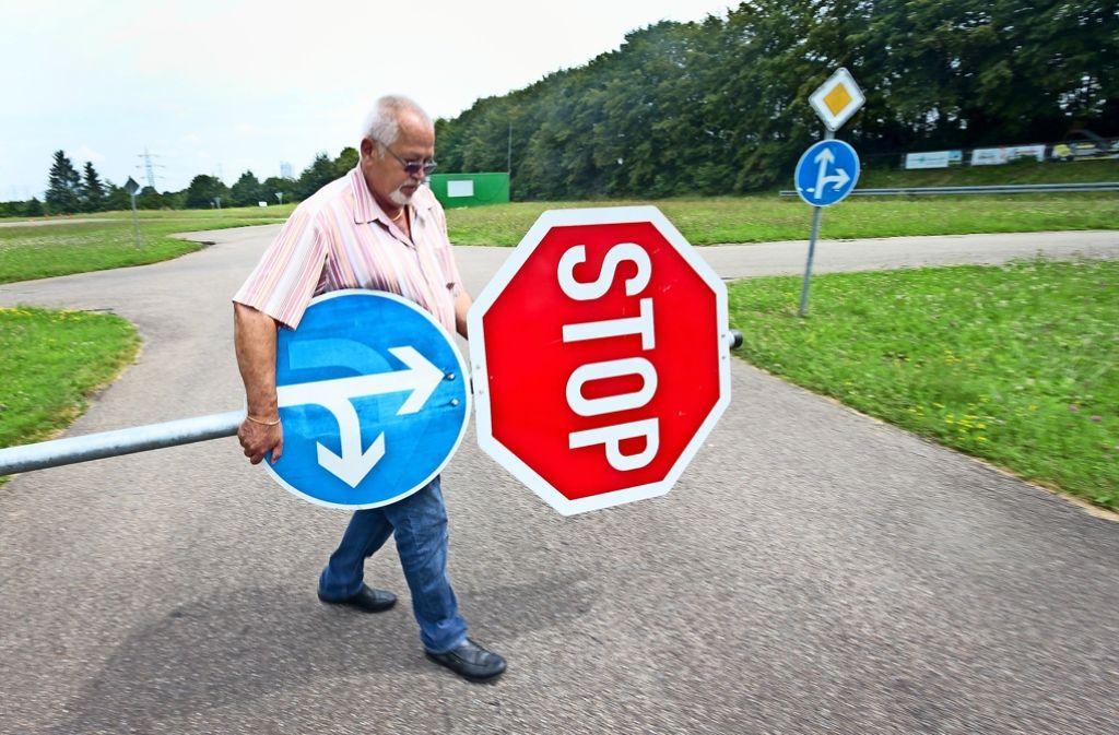 Walter Armbruster sorgt dafür, dass sich auf dem Verkehrsübungsplatz des MSC alle an die Regeln halten. Foto: factum/Granville