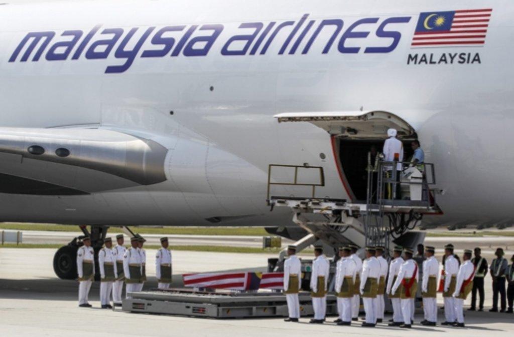Der Absturz des Fluges MH17 beschäftigt weiter. Foto: dpa