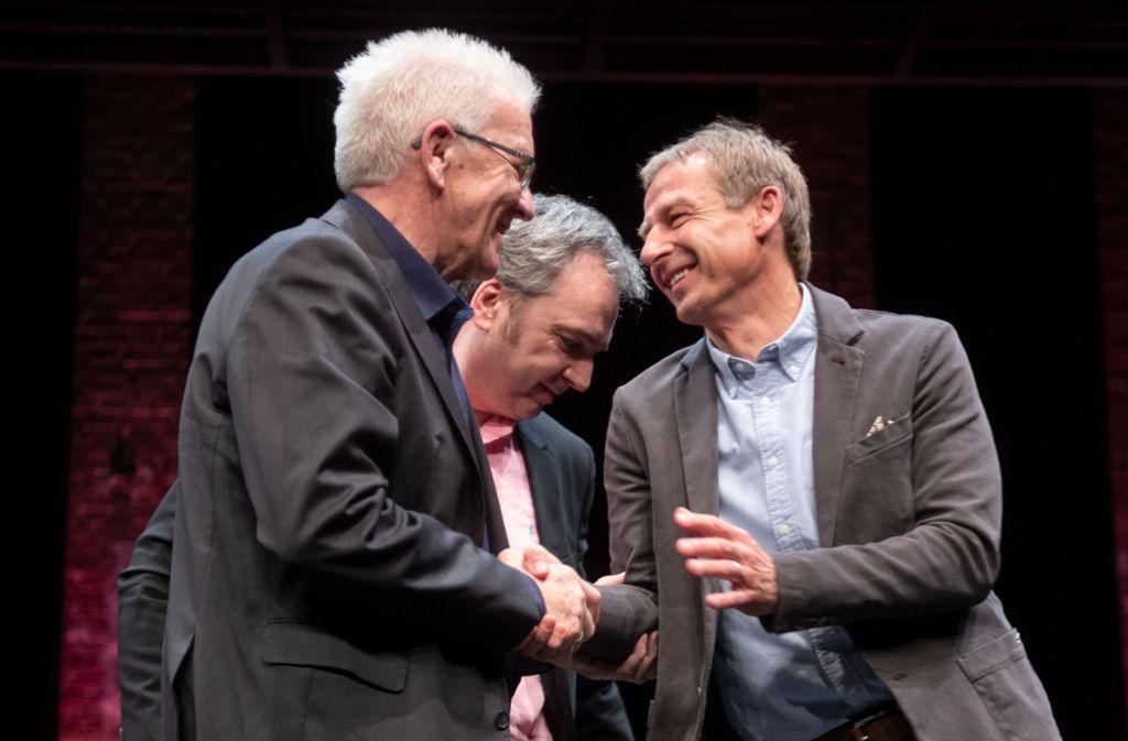 Winfried Kretschmann (links) und Jürgen Klinsmann pflegen ein inniges Verhältnis. Foto: dpa