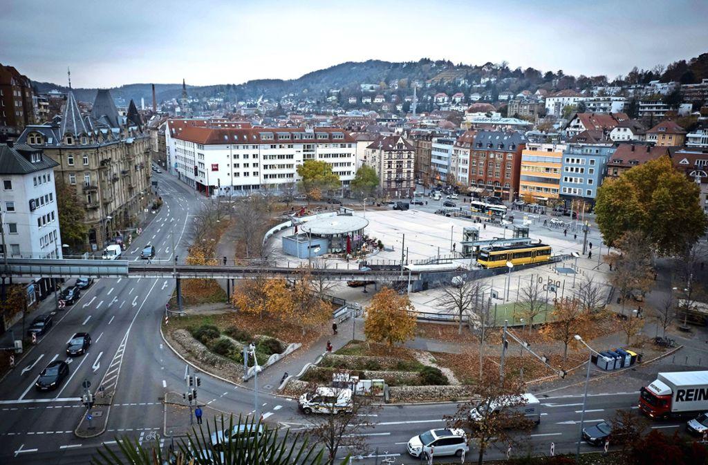 Die Form eines  fast freien Halbkreises macht den Marienplatz unverwechselbar, verleiht ihm Großzügigkeit und  Eleganz. Foto: Lichtgut/Achim Zweygarth