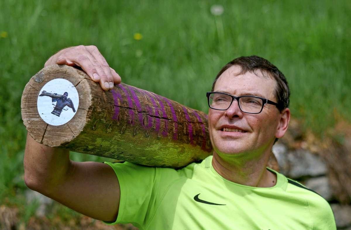 Immer mit dabei: ein Meter langer Baumstamm. Foto: /Simon Granville