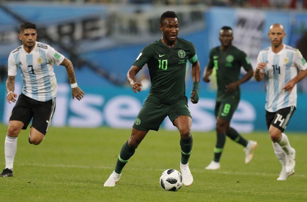 Vor dem Spiel gegen Argentinien erfuhr der nigerianische Nationalspieler Mikel von der Entführung seines Vater. Foto: AP
