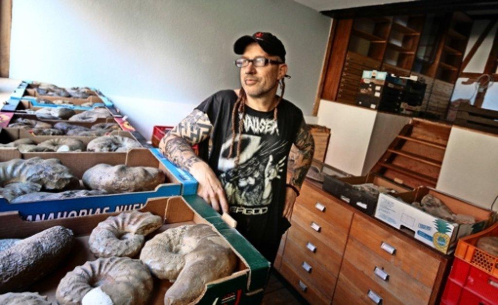 Oliver Schmidt steht zu seiner Vergangenheit als Punk und hat schon 3000 Versteinerungen gesammelt. Foto: factum/Granville