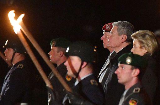 Bundespräsident Gauck mit Großem Zapfenstreich verabschiedet