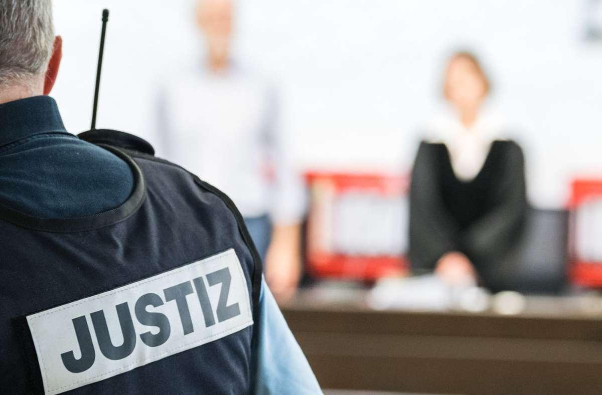 Der Daimler-Erpresser hat vor dem Landgericht gestanden. Jetzt ist er verurteilt worden. Foto: dpa/Sebastian Gollnow