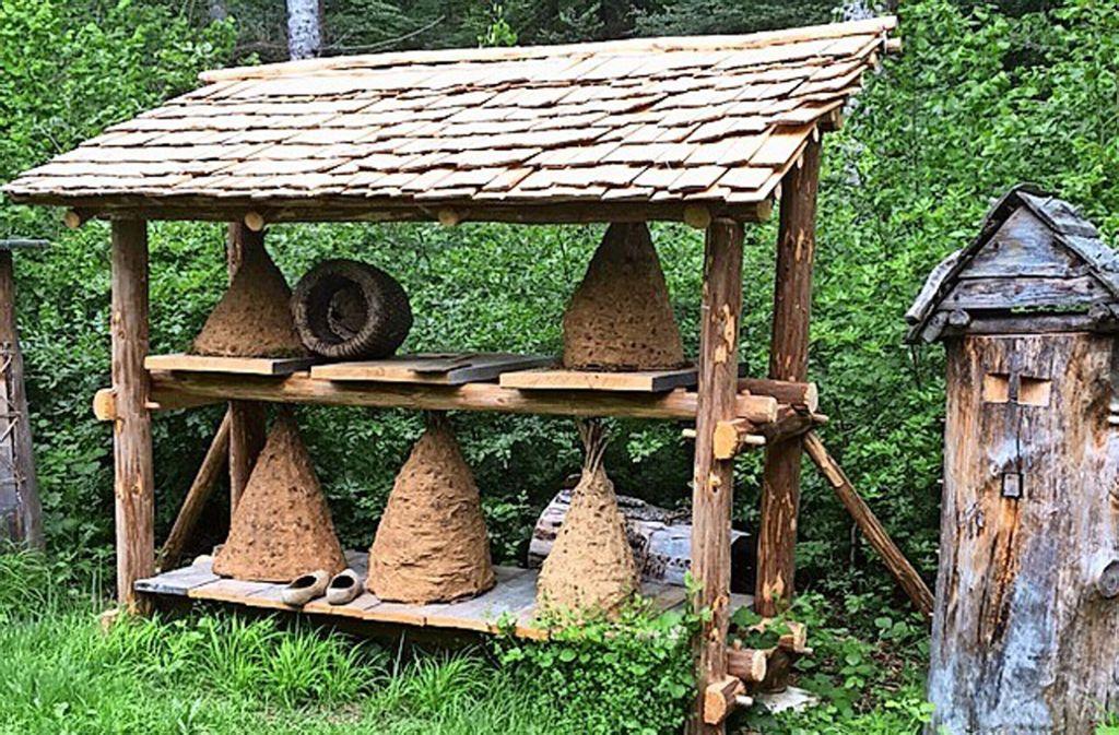 Historische Bienenkörbe im Campus Galli bei Messkirch. Foto: Bolay