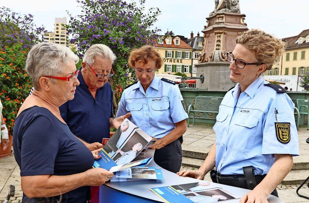 Die Polizei sucht das Gespräch, um vor Telefonbetrug zu warnen. Foto: factum/Granville