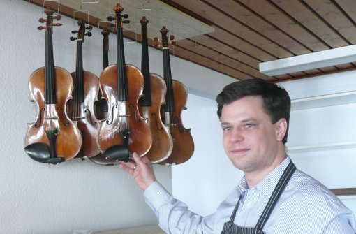 Chirurg für leidende Violinen