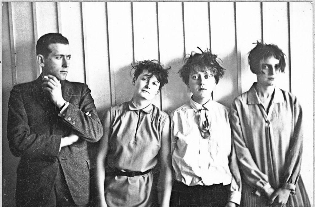 Marcel Breuer gemeinsam mit Martha Erps, Katt Both und Ruth Hollos (1926) Foto: Stiftung Bauhaus Dessau/Consemüller, Stephan