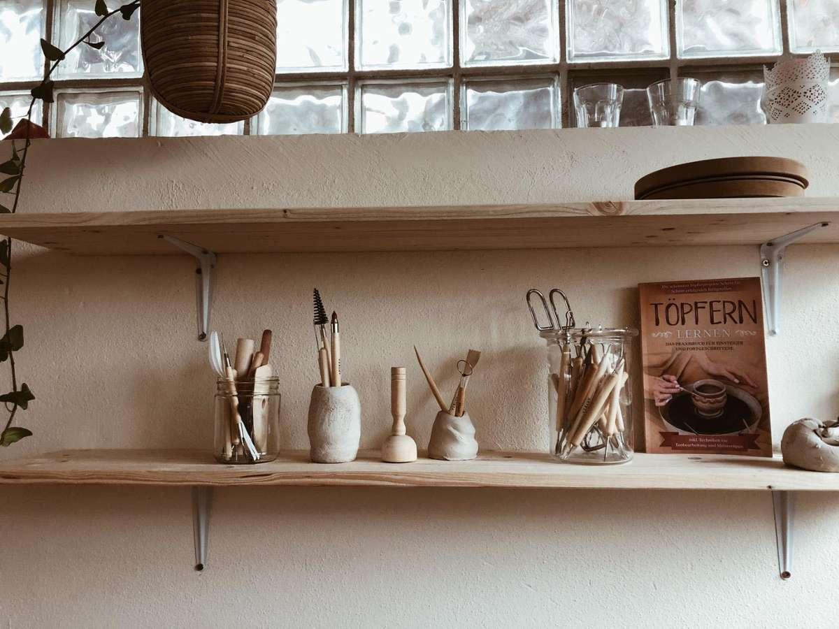 Der Kessel kann Keramik – und wir zeigen euch, wo ihr die getöpferten Highlights herbekommt. Foto: Petit Cadeau